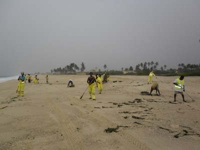 zoomlion cleaning beach of plastic waste.jpg