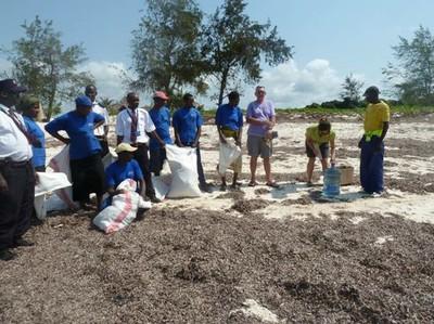 the-darakasi-beach-cleaning-team-2013-g4s-wac-and-wma-blues.jpg