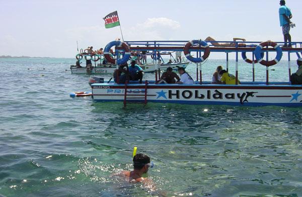 watamu-snorkelling-around-prominent-coral-heads.jpg