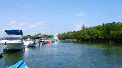 Boat yard and moorings, Mida creek.JPG