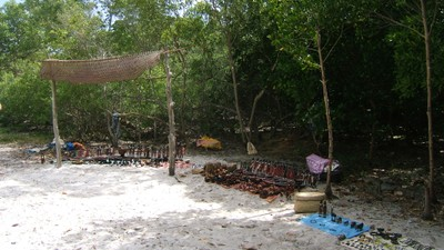 Community crafts, Sudi island.JPG