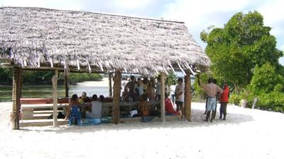 Tourists at Sudi island picnic site (2).JPG